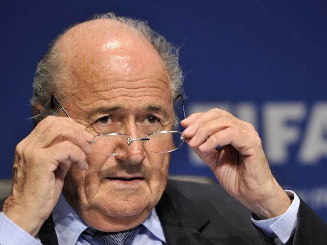 """السبب الحقيقي وراء استقالة """"بلاتر"""" المفاجئة من """"FIFA""""!"""