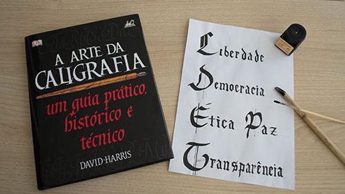 O livro a Arte da Caligrafia e minha tentativa de escrever com letras góticas
