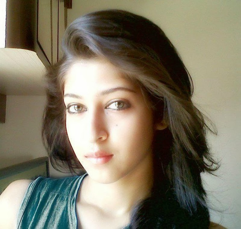 Sonarika Bhadoria HD Photos Download Free