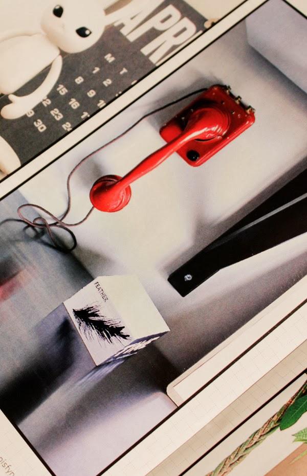 röd telefon, inredningsdetalj, härligt hemma, bilaga aftonbladet, lärdagsbilaga, tidning, inredningstips i tidning