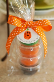 Ive Collected Quite A Few Awesome But Simple Halloween Gift Ideas These Are Cute Gifts For Teachers Coworkers Neighbors Or Just Somebody You Wanna
