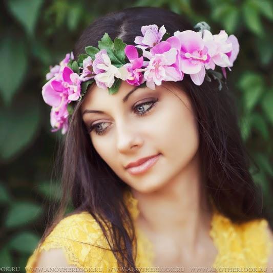 Красивый венок на голову из цветов