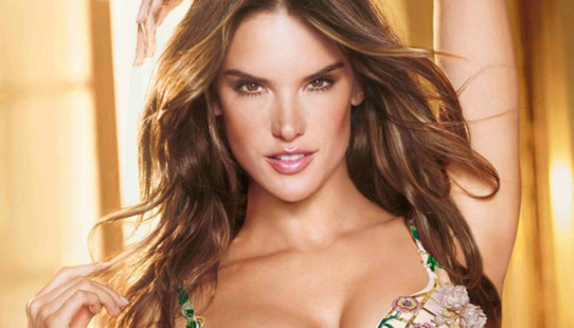 Model Victoria Secret Paling Hot - Alessandra Ambrosio