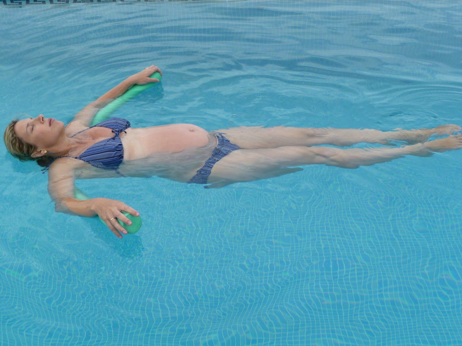 Carolina walker ejercicios de suelo p lvico para embarazo for Piscina para embarazadas