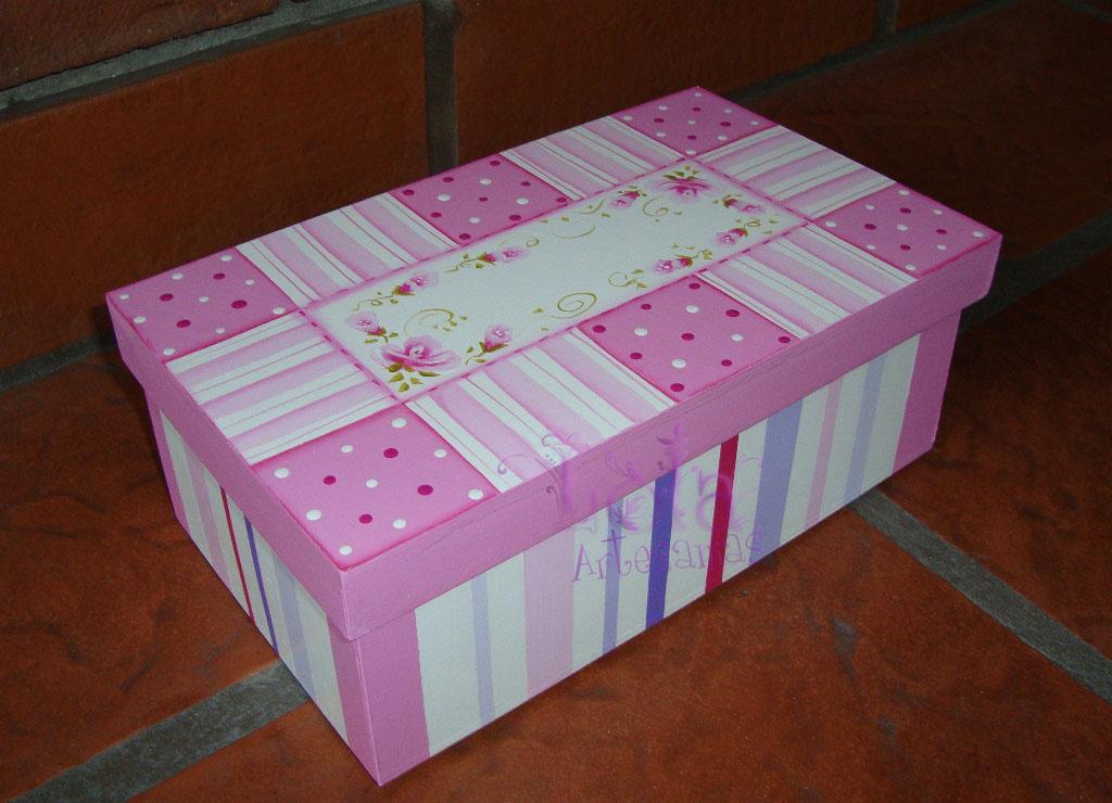 Lola Artesanías Caja zapato chica con patch en rosa