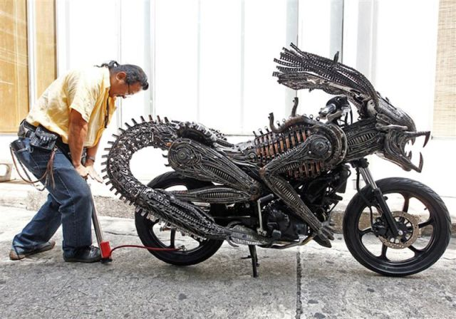 Waiting Bd Awesome Motorcycle Inspired By Alien And Predator