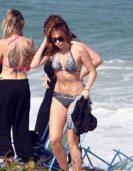 miley cyrus hot sexy bikini pics brazil beach