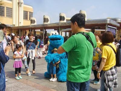 USJ セサミストリートの青いキャラクター・クッキーモンスター?