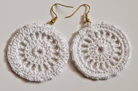 brincos feitos de crochê