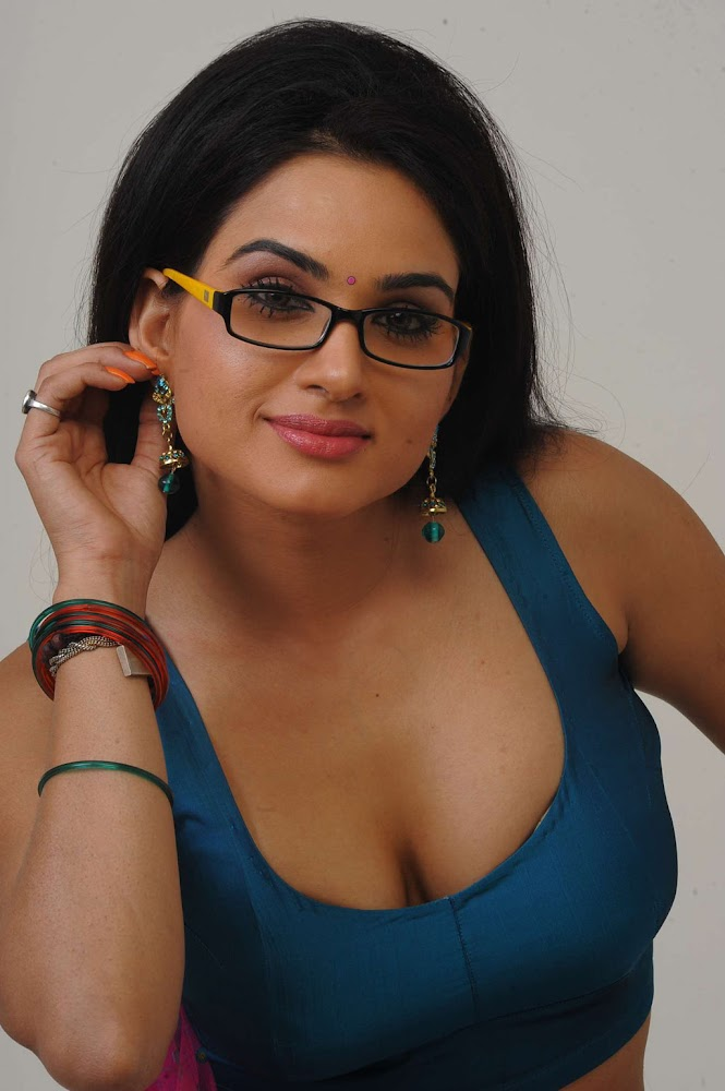 Actress Kavya Singh Sexy And Hot HD Images Showing Big Boob Hole