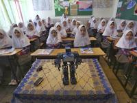 Guru SD di Iran Buat Robot yang Bisa Ajarkan Shalat