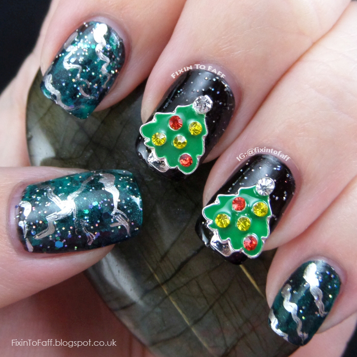 Christmas Tree nail art.