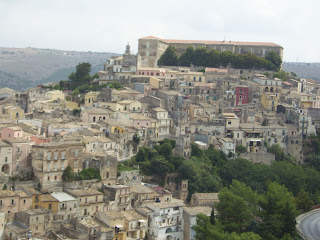 Ragusa stages an annual presepe vivente, which attracts many visitors
