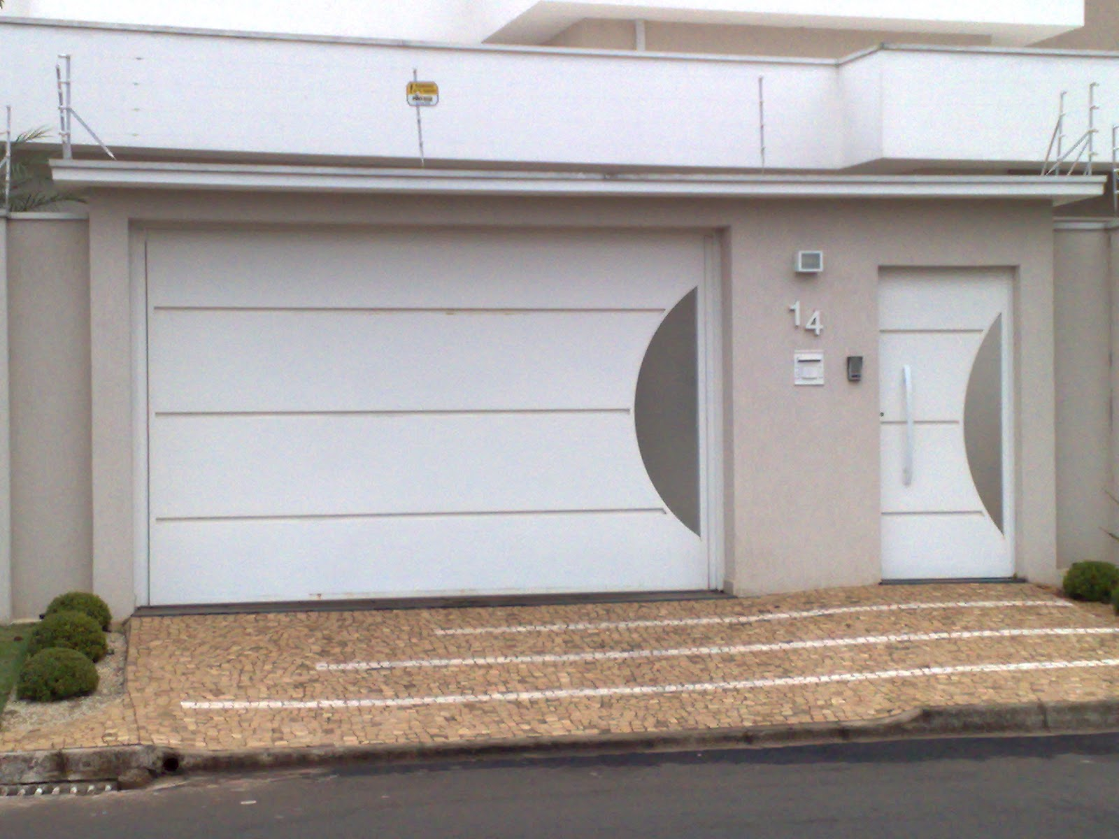 #7F634C Passo a passo da construção da minha primeira casa: O Portão 1154 Portas E Janelas De Madeira Em Botucatu