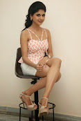 naveena latest glam pics-thumbnail-17