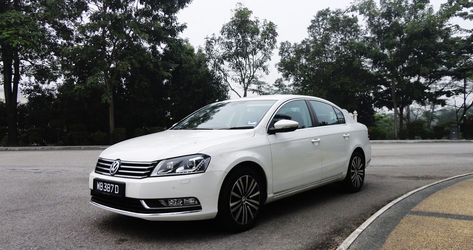 motoring malaysia driven 2015 volkswagen passat 1 8 tsi. Black Bedroom Furniture Sets. Home Design Ideas