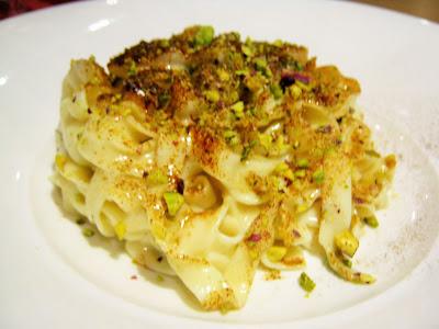Fettuccine cacio e pere con pistacchi e liquirizia