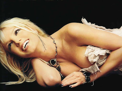 Britney+Spears++poses+in+her+few+unseen+photos9