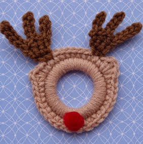 http://translate.google.es/translate?hl=es&sl=en&u=http://whiskersandwool.blogspot.com/2011/11/rudolph-red-nose-ring-ornament.html&prev=search