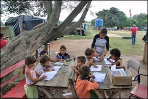 Crítica Política. Governo Tarso quer reabrir escolas do MST.