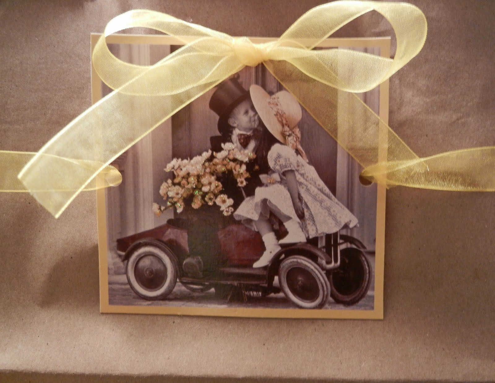 Voila Wedding Gift Bags : Voila! A personalized wedding gift bag.