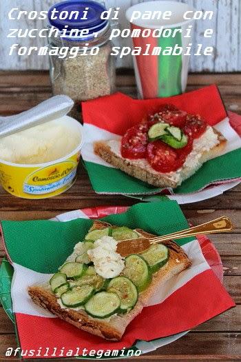 crostoni di pane con zucchine, pomodori e formaggio spalmabile