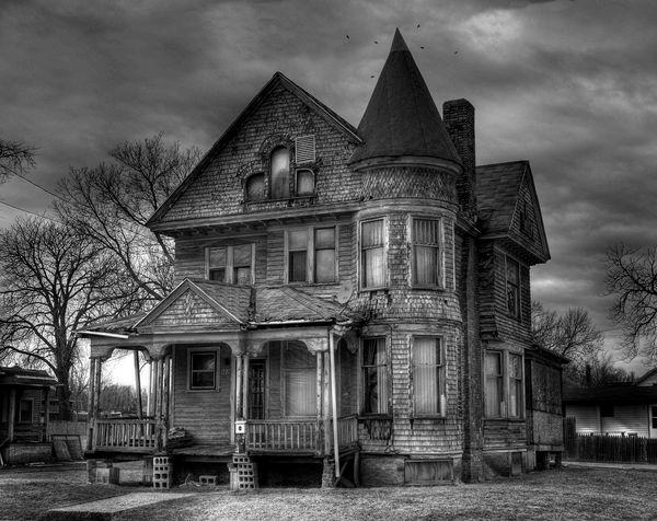 6 Tanda Sebuah Rumah Berhantu