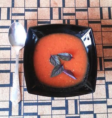 суп с печеным перцем и чесноком