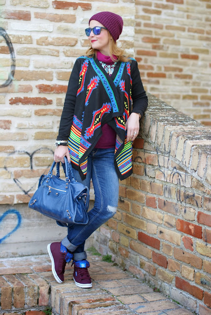 aztec print colorful cardigan, cichic multicolored cardigan, adidas honey hi, Fashion and Cookies, fashion blogger