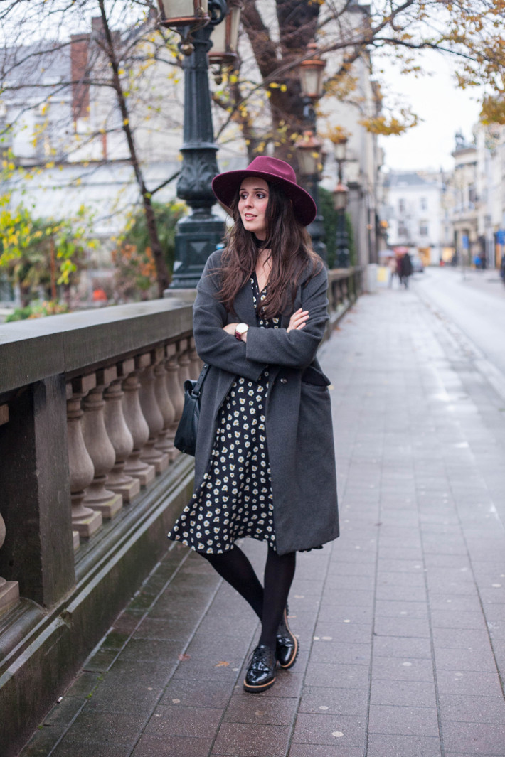 Outfit: bohémienne in floral midi dress, hat and brogues