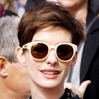 Gaya rambut pixie ala Anne Hathaway