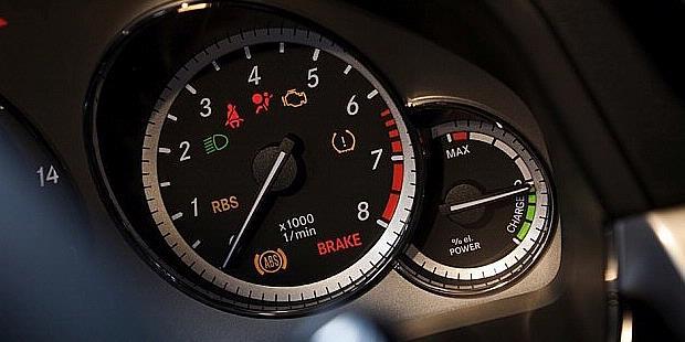 Mercedes-Benz E400 Hybrid indicator