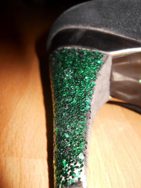 jak zrobić brokatowe buty ?