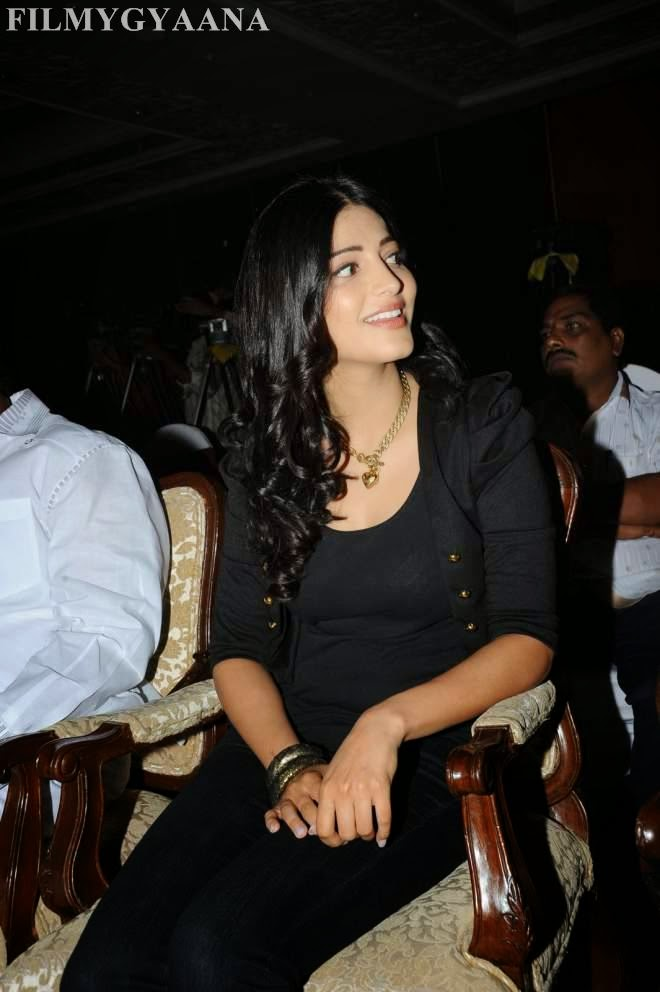 shruti hassan hot tight top pics