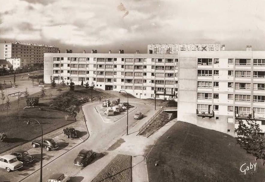 Nantes la ville d 39 apr s guerre nantes cit des dervalli res for Construction piscine nantes