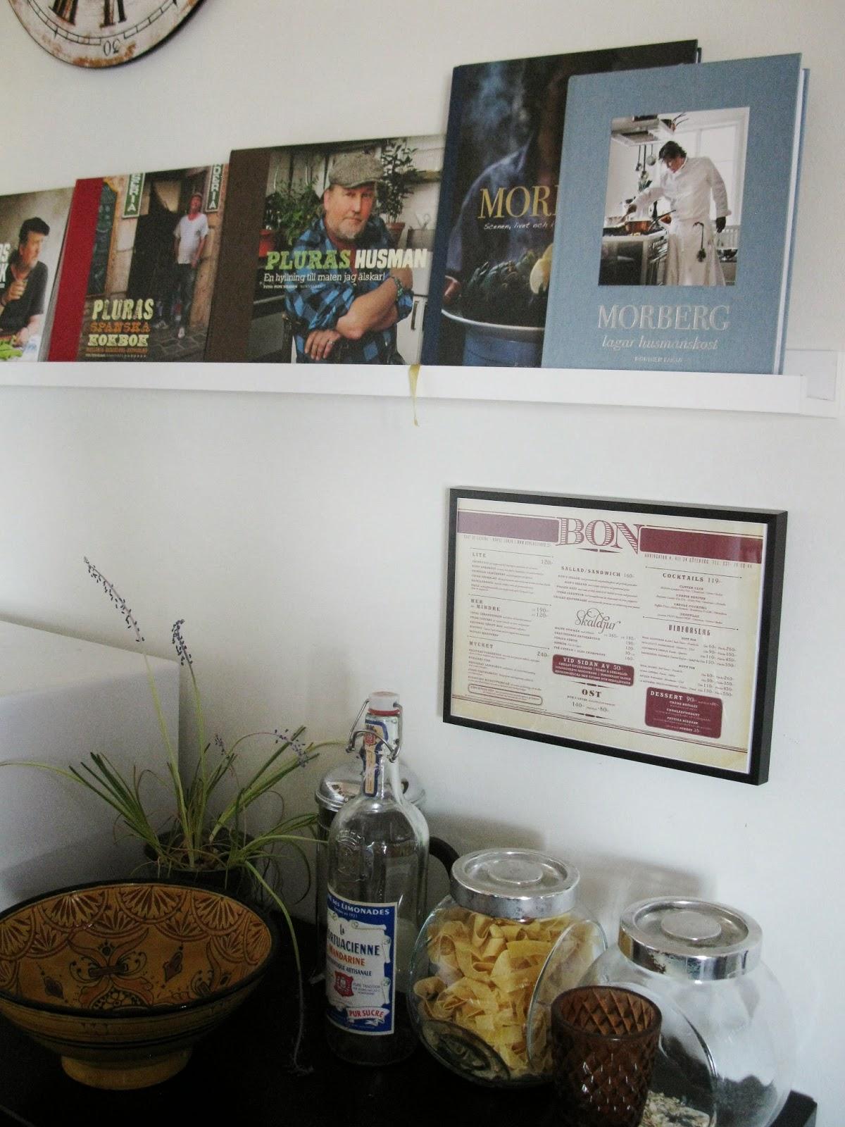 Tavlor Koket :  or menyer fron restauranger som jag ramat in och gjort tavlor av