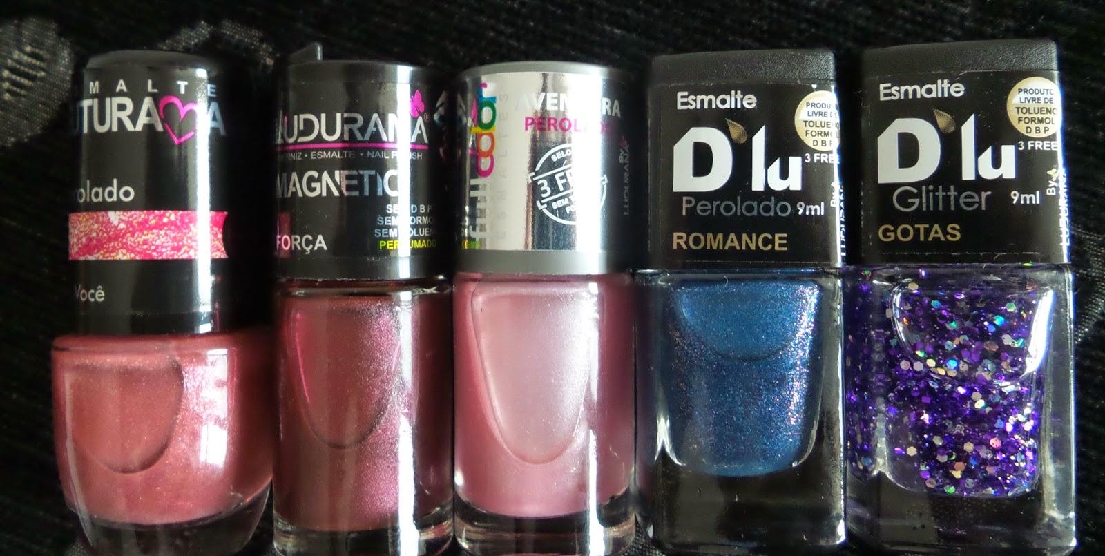 As cores:  Só Você, perolado Futurama.  Força, perfumado e Magnetic, Ludurana.    Aventura, perolado Fullcolor. Romance, perolado D'lu, e Gotas, glitter D'lu.