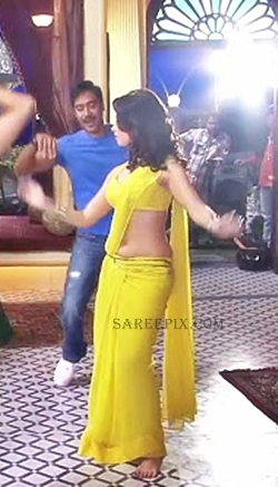 Tamanna-Bhatia-dancing-saree-Himmatwala-movie-location