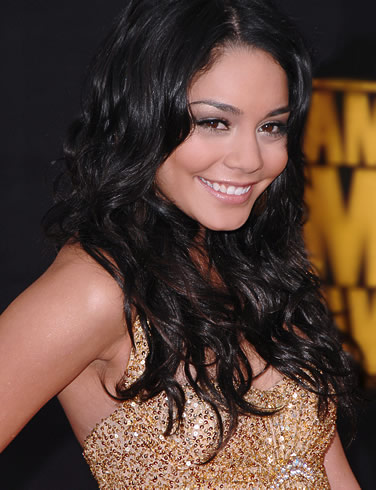 vanessa_anne_hudgens_pose_Fun_Hungama