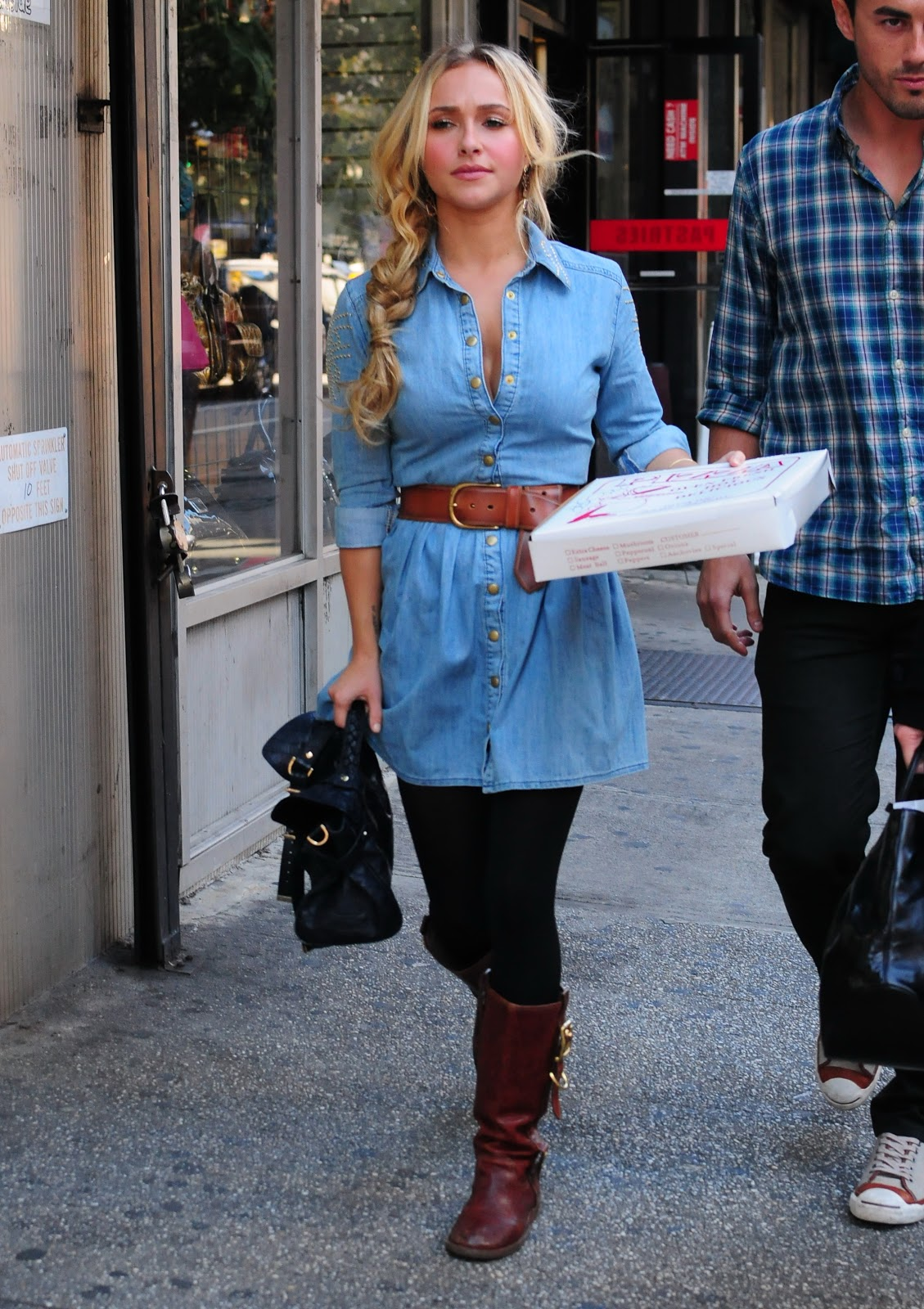 Hayden panettiere getting pizza in new york