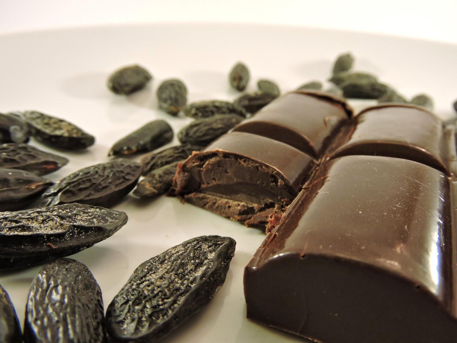 Tablette de chocolat noir fourrée à la ganache fève Tonka