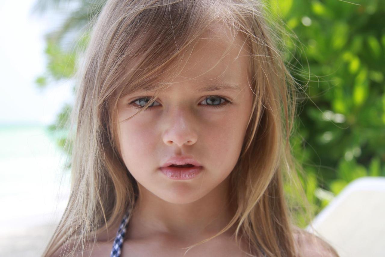 Фото домашнее очень красивая девочка сосет хуй 16 фотография