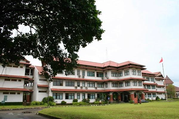 sekolah berasrama di indonesia