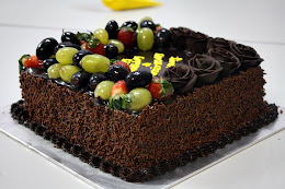 CHOCOLATE GANACHE CAKE WITH FRUITS