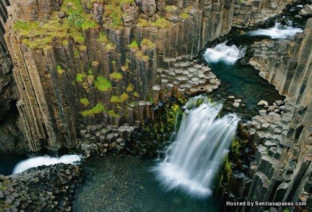 Svartifoss waterfall [3]