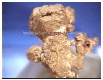 Pecahan runcing-runcing bergerigi pada tembaga (copper)