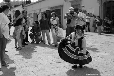 niña china oaxaqueña en Guelaguetza