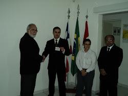 Igor Matos Montalvão recebendo a carteira da OAB