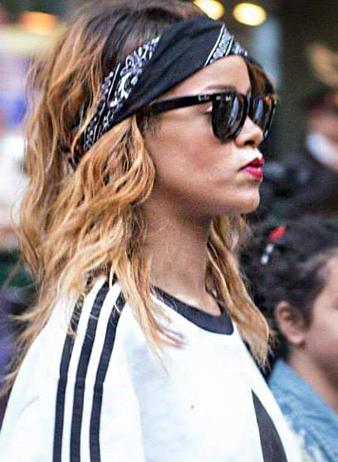 Rihanna Saç Bandı ve Rihanna Dağınık Günlük Sarı Saç modeli