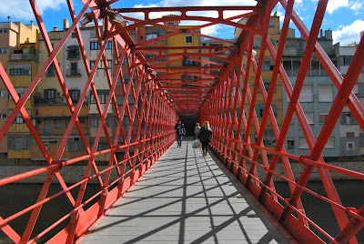 Pont de Ferro també anomenat Pont de les Peixateries Velles, Pont Eiffel i Pont de les Palanques Vermelles. Monuments.